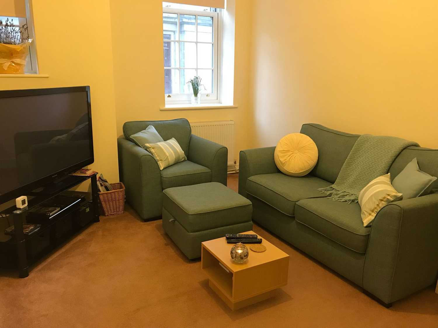Photo of a double bed in private room in 1-bedroom flat in Regent's Park, London.