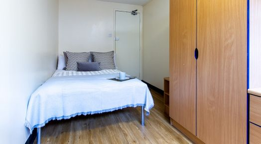 Standard Room (5 Bed Apartment)
