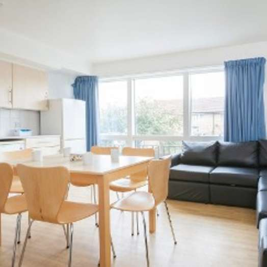 Ensuite room in 1-room student hall in London